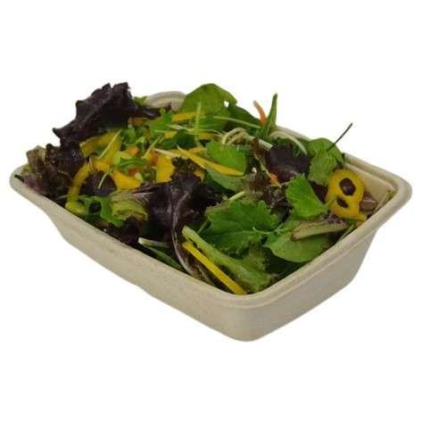 rektangulær skrå bakke med salat